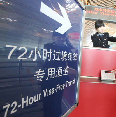 Officers examine equipment at Beijing Capital International Airport designed to process foreign visitors who can make 72-hour visa-free trips to the city from Jan 1. Shanghai is also undertaking preparations to offer the same service to international travelers. [Photo/China Daily]